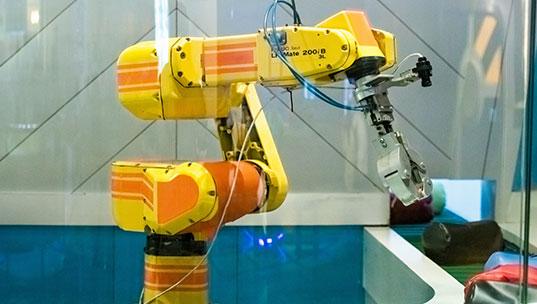工业机器人与计算机应用-武汉万通汽车学校